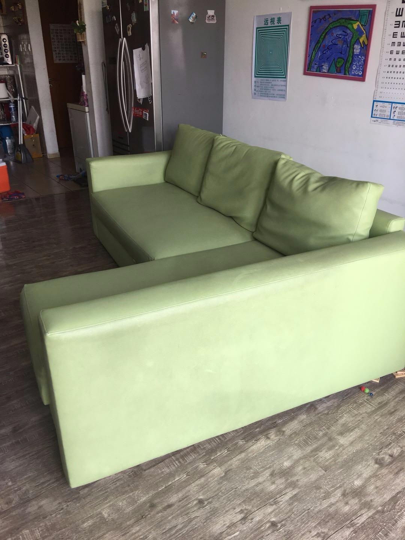 闲置物品低价出售,宜家沙发床,皮制。可储物。龙城自取