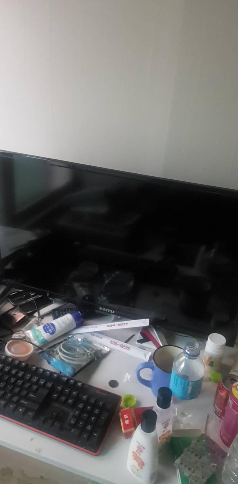 二手转让:中央大出一个全新32寸显示器 能当电视 能当电脑外